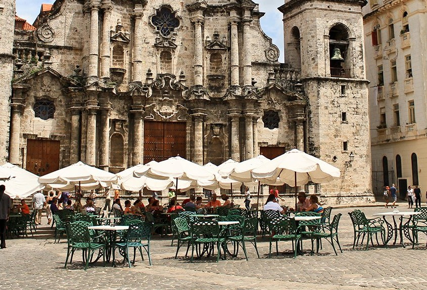 Cathedral square with tables in front © Cuba Absolutely, 2014 - 2020